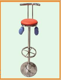 เก้าอี้อนุรักษ์โมเมนตัมเชิงมุม (Rotating Stool)